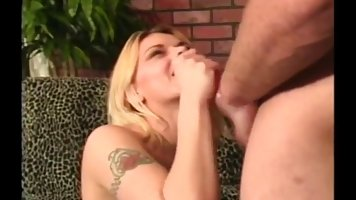 Cock loving women are experienced when it comes to satisfying guys with their soft lips