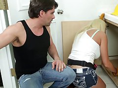 Great looking plumber got an opportunity to fuck Summer Brielle as much as he wants